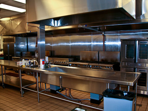 In the kitchen, combi and convection ovens, ranges, griddles, charbroilers and fryers support front-of-house service in Live! Market and the casino's other foodservice venues.