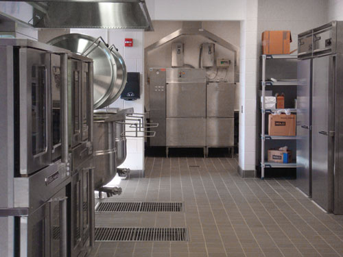 The kitchen's layout is designed so that breakfasts and lunches can be prepared with just five staff members. The dishwasher is in an alcove off the main production area.