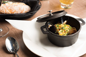 Koral Bar and Kitchen, Cast Iron pot