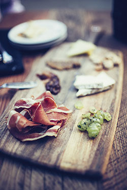 Purple-Cafe-prosciutto-plate