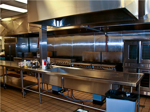 In the kitchen, combi and convection ovens, ranges, griddles, charbroilers and fryers support front-of-house service in Live! Market and other foodservice venues in the casino.