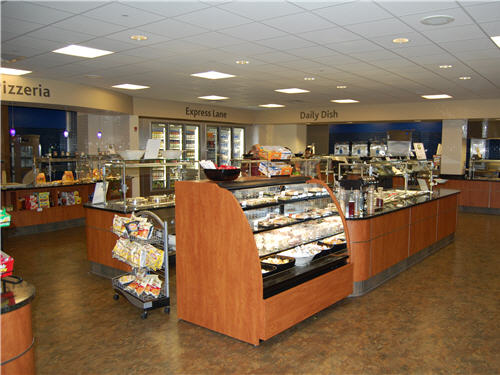 The servery's open sight lines make navigation easy for visitors. A central salad bar includes a refrigerated grab-and-go case with sushi, as well as a soup station.