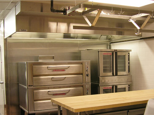 A separate baking area in the second-floor kitchen allows staff to work at their own pace compared to that of the line staff. The area includes mixers, worktables, refrigeration and convection ovens.
