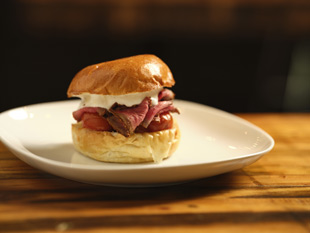 Bavette uses Alto-Shaam's Cook & Hold oven to cook menu items like their roast beef sandwich.