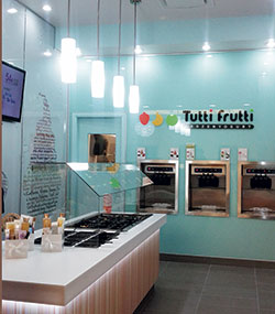 Tutti-Frutti-machines-toppings-bar